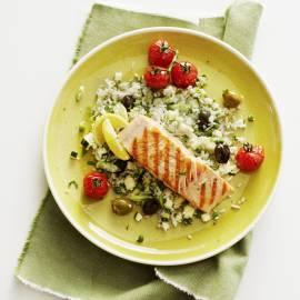 Lauwwarme rijstsalade met gegrilde zalm