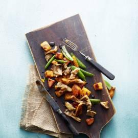 Geroerbakte zoete aardappels met paddenstoelen