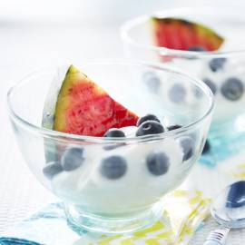 Luchtige vanille-hangop met gegrilde watermeloen