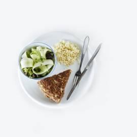 Gehaktpan met salade en couscous