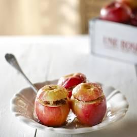 Gepofte appel met amandelkoekjes en honing