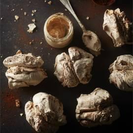 Chocolade-meringues met koffiecrème
