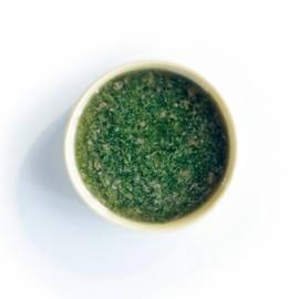 Groenekruidensaus met olijfolie, citroen en ansjovis