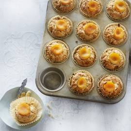 Hazelnootmuffins met kaneel en abrikoos