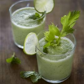 Komkommer-selderijsmoothie met munt