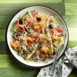 Witlofsalade met rijst, grapefruit en gerookte zalm
