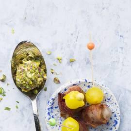 Kaasballetjes met kruiden en geroosterde pistachenoten
