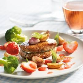 Kalfs- of varkensoesters met sjalotjes en aardbeien