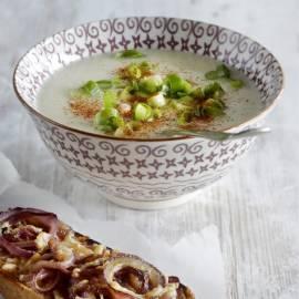 Knolselderijsoep met rode ui-crostini