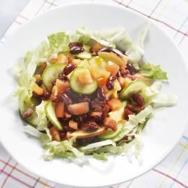 Komkommersalade met spek en bonen