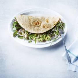 Krokante wraps met groene salade en avocadopuree