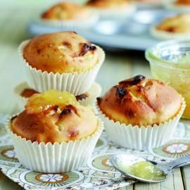 Kwarkmuffins met warme ananassaus