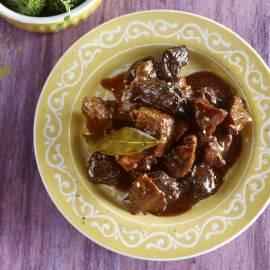 Gestoofd rundvlees met kruidnagel, laurier en pruimen
