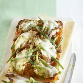 Mediterrane broodpizza met runderreepjes en mozzarella