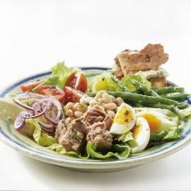 Mediterrane tonijnsalade met warme honingvinaigrette