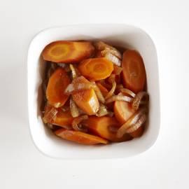 Gestoofde wortel met ketjap en honing