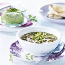 Oosterse bouillon met tuinkruiden en taugé