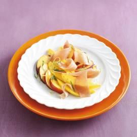 Oranje fruitsalade met parmaham