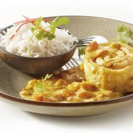Pangarolletjes met hete kerriesaus en rijst