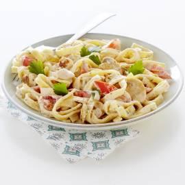 Pasta met kip, groenten en verse roomkaas