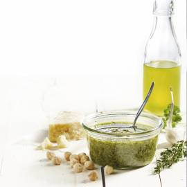 Peterselie-tijm pesto met hazelnoten
