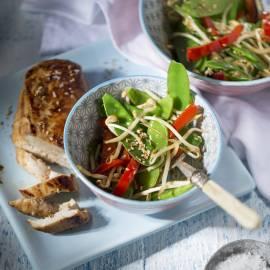 Peultjes uit de wok met sesamdressing