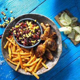 Pittige kip met zoete friet