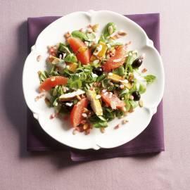 Rode-grapefruitsalade met gerookte vis