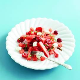 Roze fruitsalade met roomkaas