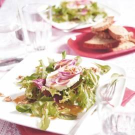 Groene salade met geitenkaas en walnotendressing