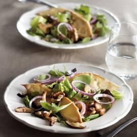 Salade met shiitake en herfstblaadjes