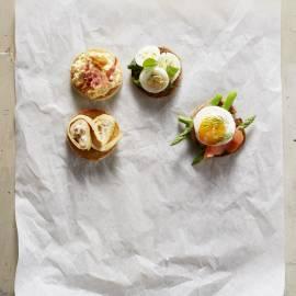 Broodrondjes met omeletrolletjes