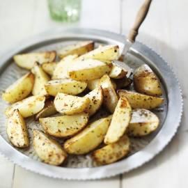 Snelle ovenaardappelen in de schil met oregano en chili