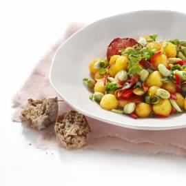 Spaanse aardappel-tuinbonensalade