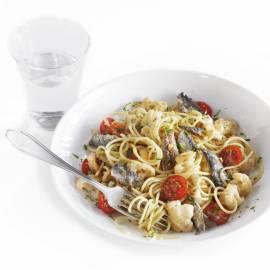 Spaghetti met bloemkool en sardines