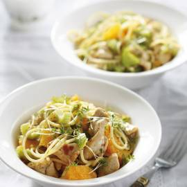 Spaghetti met kip, bleekselderij en sinaasappel
