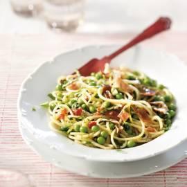 Spaghetti met munt, doperwten, peterselie, citroen en parmaham