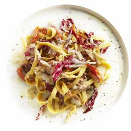 Tagliatelle met rauwe ham, radicchio en blauwe kaas