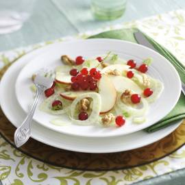 Venkelsalade met rode appel en aalbessen