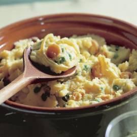 Hutspot van ui, wortel, doperwtjes en kerrie