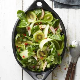 Kiwisalade met kip en komkommer