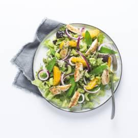 Salade met geroosterde kip en citrus-chilidressing