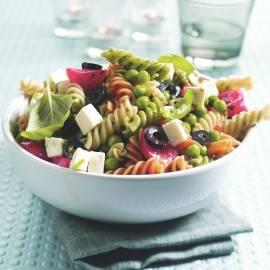 Italiaanse pastasalade met pestosaus
