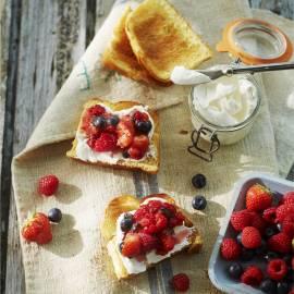 Toast met mascarpone en bosvruchten