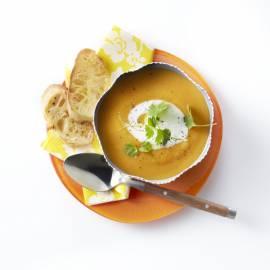 Zoete aardappelsoep met knoflooktoast