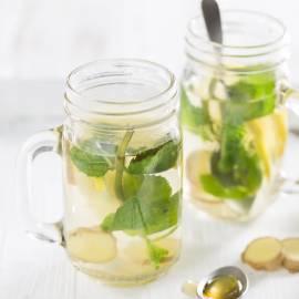 Muntthee met citroen en gemberwortel