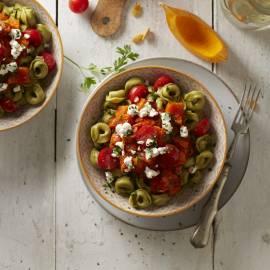 Tortellini met pompoen, tomaat en geitenkaas