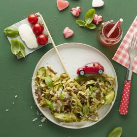Pasta pesto met courgette