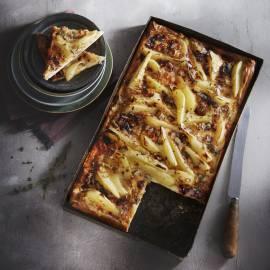 Perentaart met gorgonzola en amandel