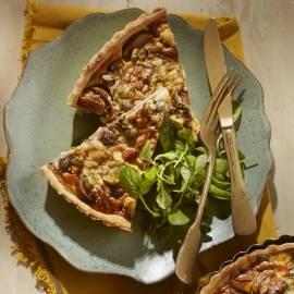 Hartige notentaart met champignons en blauwe kaas